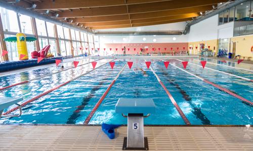 Nuevos horarios y actividades en las piscinas municipales for Piscina castelldefels